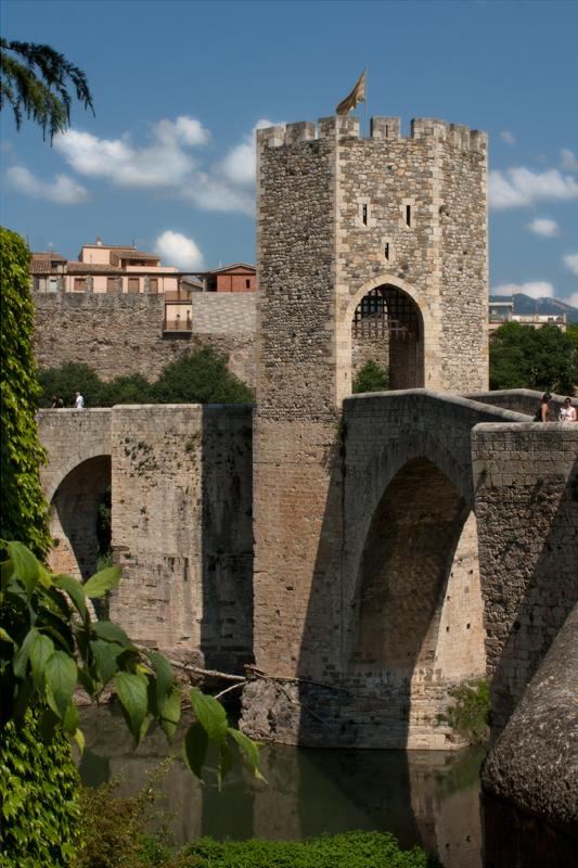 Arquitectura Ciudad Medieval De Besalu Foto 10