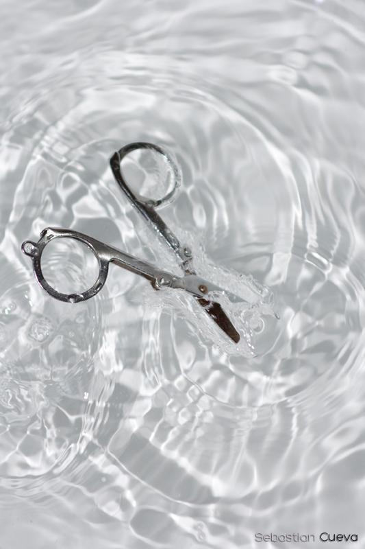 Las tijeras presumidas que se bañaban en agua