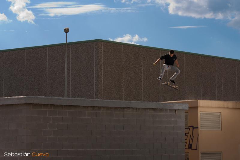 Xavi Pedro Vila realizando un flip en la plataforma
